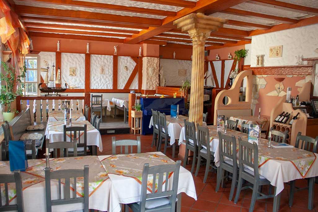 Dionysos Restaurant Ansicht vom Parkplatz